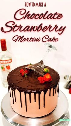Chocolate strawberry martini cake With a little strawberry vodka, layers of strawberry cake and a drop of chocolate, you can easily prepare this delicious martini-inspired cake! 🍓🍸🎂 Chocolate Strawberry Martini Cake 194 Source by intensivecakeunit Chocolate Drip Cake, Chocolate Strawberry Cake, Strawberry Cakes, Strawberry Recipes, Chocolate Covered Strawberries Cake, Strawberry Cake Decorations, Chocolate Martini, Martini Cake, Cocktail Cake