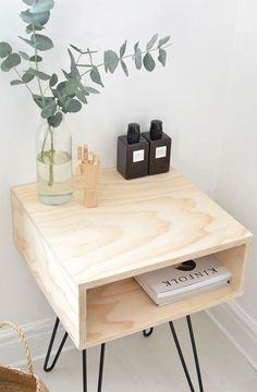 Chic DIY Mid-Century Modern Nightstand / DIY nightstand with hairpin legs Decor, Diy Decor, Diy Home Decor, Mid Century Modern Nightstand, Interior, Home Diy, Modern Bedside Table, Diy Furniture, Home Decor
