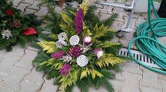 Christmas Wreaths, Holiday Decor, Home Decor, All Saints Day, Flowers, Dekoration, Decoration Home, Room Decor, Home Interior Design