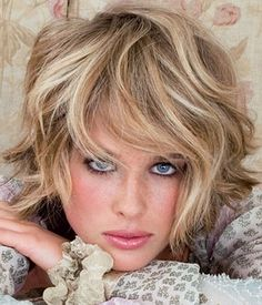 women hairstyle for short wavy hair