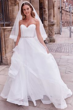 Couture Wedding Gowns, Bridal Gowns, Justin Alexander, Bridal Elegance, Strapless Sweetheart Neckline, Bride Look, Bridesmaid Dresses, Wedding Dresses, Ruffle Skirt