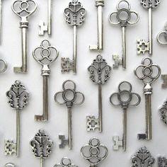 Nesting Nomad Mixed Set of 30 Large Skeleton Keys in Antique Silver - Set of 30 Keys $8.99