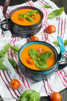 Roasted Red Pepper and Tomato Soup. Cozy up this winter with some roasted red pepper and tomato soup - gluten free and vegan friendly. Soup Recipes, Vegan Recipes, Dinner Recipes, Cooking Recipes, Zoodle Recipes, Family Recipes, Yummy Recipes, Stuffed Pepper Soup, Vegane Rezepte