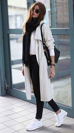 รองเท้า Nike Air Max สีขาว, เสื้อสีขาว Bikbok, เสื้อโค้ทสีครีม Bikbok, กางเกงยีนส์สีดำ Diesel, กระเป๋า River Island