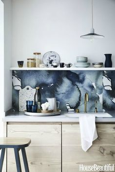 How to decorate the kitchen wall? One of the beneficial we can do is applying kitchen wallpaper. With this article will give some kitchen wallpaper ideas. Backsplash Wallpaper, Kitchen Wallpaper, Kitchen Backsplash, Wallpaper Cabinets, Backsplash Ideas, Home Interior, Interior Design Kitchen, Luxury Interior, Home Design