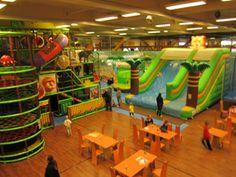 HopLop on liikunnallinen seikkailupuisto, jossa lapset voivat vanhempiensa kanssa kokea leikki- ja liikuntaelämyksiä sekä onnistumisen kokemuksia omien mieltymystensä ja uskalluksensa mukaan.