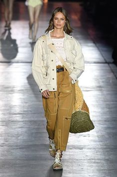 Alberta Ferretti Spring 2019 Ready-to-Wear Collection - Vogue 1950s Jacket Mens, Cargo Jacket Mens, Bomber Jacket, Leather Jacket, Utility Jacket, Cargo Pants, Fashion Week, Runway Fashion, Spring Fashion