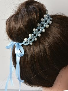 final look of this pearl bead hair accessory Handmade Wire Jewelry, Beaded Jewelry Designs, Hair Beads, Diy Hair Accessories, Hair Ornaments, Hair Accessory, Hair Jewelry, Pearl Beads, Hair Pins