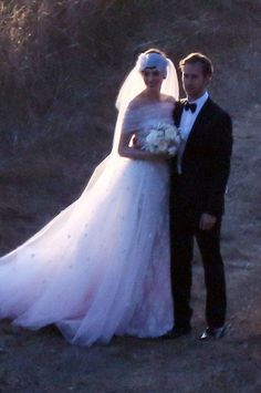 ANNE HATHAWAY married Adam Shulman in an outdoor sunset ceremony last night. The actress wore a custom-made Valentino bridal gown during the intimate wedding in Big Sur, California. Celebrity Wedding Photos, Celebrity Wedding Dresses, Celebrity Weddings, Famous Wedding Dresses, Wedding Dress Pictures, Valentino Wedding Gowns, Valentino Dress, Anne Hathaway Wedding, Thats The Way