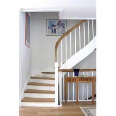 Weiße Massivholztreppen im LUXHOLM-Treppenshop. Wir erstellen Ihr individuelles Angebot direkt nach Ihren Vorgaben. - LUXHOLM-Treppenshop - Treppen & Geländer