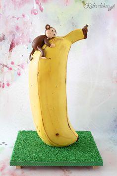 A 3D banana cake with a cute little monkey made of fondant for a monkey birthday party! Eine Affentorte mit einem modellierten Affen für eine Affenparty Eine Affentorte mit einem modellierten Affen für eine Affenparty