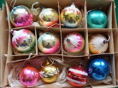 vianočné gule 12ks - Starožitnosti ARAGORN - Zvolenská Slatina Aragorn, Ornaments, Christmas Decorations, Embellishments, Ornament, Decorations