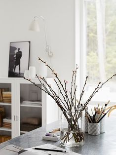 Trendenser - Home Decor Inspiration, Design Inspiration, Decor Ideas, Interior Stylist, Interior Design, Glass Planter, Home Office, Beautiful Space, Table And Chairs