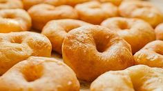 Learn the steps to create and indulge in a batch of fresh donuts from scratch. Chef Meg knows the best way to get your hands on the freshest, fluffiest donut ar. Mini Donuts, Doughnut, Healthy Dinner Recipes, Dessert Recipes, Desserts, Cooking Pork Roast, Cooking Websites, Baking Classes, Homemade Donuts
