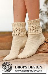 """Chrystal - Knitted DROPS socks with lace pattern in """"Karisma"""". - Free pattern by DROPS Design Lace Socks, Wool Socks, Knitting Socks, Free Knitting, Drops Design, Knitted Slippers, Designer Socks, Lace Patterns, Knitting Patterns"""