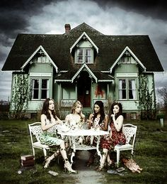 Troian Bellisario (Spencer) , Ashley Benson (Hanna) , Shay Mitchell (Emily) , & Lucy Hale (Aria) - Pretty Little Liars