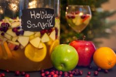 Just in time for Christmas Morning! Try this delicious cocktail instead of the traditional mimosa this Christmas. I made this beautifully si. Winter Sangria, Holiday Sangria, Christmas Morning, Caramel Apples, Yummy Drinks, Brunch, Cocktails, Stuffed Peppers, Fruit