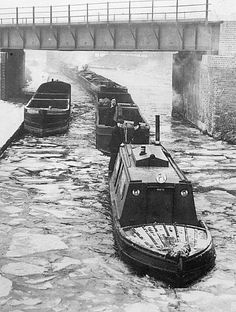 Canal Barge, Canal Boat, Bridgewater Canal, Old Time Photos, Steam Boats, Old Lorries, Narrowboat, Old Trucks, Great Pictures