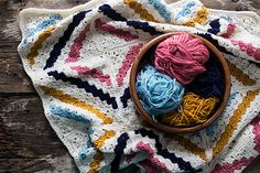 Deramores' Kat Goldin crochet-along (Simply Crochet Magazine) Crochet Chart, Crochet Motif, Free Crochet, Crochet Ideas, Crochet Baby, Crochet Projects, Easy Knitting Patterns, Crochet Blanket Patterns, Crochet Blankets