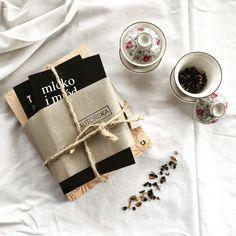 Bom dia :) .  Credits to  @kat_kowalska .  #bookworm #bookaddict #bookstagram #instabook #terazczytam z #bookish #bookoftheday #heelsoff #teatime #maketeanotwar