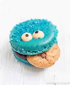 Cookie Monster Macarons (via Raspberri Cupcakes)