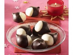 Nepečené kaštany / Unbaked chestnuts Small Desserts, Sweet Desserts, Banana Pudding Recipes, Christmas Sweets, Biscuit Recipe, Christmas Cookies, Good Food, Food And Drink, Baking