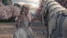 Anne Hathaway in Alice In Wonderland