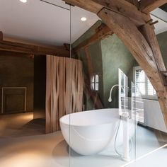 Located in Bruges, Belgium and completed in This modern hotel with taste of art, La Suite Sans Cravate was designed by Véronique Bogaert. Loft Bathroom, Bathroom Interior, Modern Bathroom, Bathrooms, Exposed Ceilings, Exposed Beams, Bruges, Hotel Room Design, Bathroom Inspiration