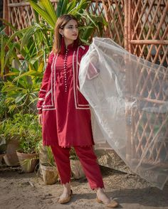 Girls Dresses Sewing, Stylish Dresses For Girls, Simple Dresses, Casual Dresses, Baggy Dresses, Simple Pakistani Dresses, Pakistani Dress Design, Pakistani Fashion Party Wear, Pakistani Outfits