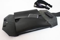 Minimalist bag for laptop or tablet. Origami design, simple and practical.