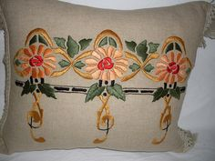 PILLOWS 005 by ARTANTIQ, via Flickr Crewel Embroidery, Vintage Embroidery, Embroidery Designs, Vintage Pillows, Vintage Fabrics, Mission Style Decorating, Craftsman Style Decor, Embroidered Towels, Burlap Pillows