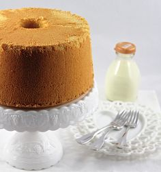 Possibly the best Lemon Chiffon Cake recipe around. Light and fluffy, this Lemon Chiffon Cake has a tender, moist crumb and delicate fresh lemon flavor. Sweets Recipes, Just Desserts, Delicious Desserts, Cake Recipes, Citrus Recipes, Best Lemon Chiffon Cake Recipe, Pie Cake, No Bake Cake, Cake Cookies