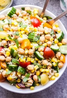 Summer Quinoa Salad is a healthy and easy to make salad that's full of summer's best vegetables! Dressed in a lemon vinaigrette, it's a fresh and flavorful salad that's perfect for lunch, a side dish or even a meatless dinner! Quinoa Fruit Salad, Quinoa Salad Recipes, Healthy Recipes, Vegetarian Salad, Orzo Salad, Pear Salad, How To Cook Rice, How To Cook Quinoa, Kitchens