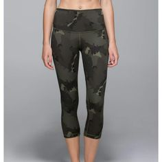 Lululemon Wunder Under Roll Down Crop Lululemon Wunder Under Roll Down Crop size 6 brand new with tags price negotiable!!! lululemon athletica Pants Ankle & Cropped