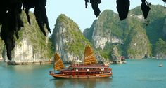In northern Vietnam, east of Hanoi, is a gorgeous gem of nature which is famous for its stunning rock formations. Ha Long Bay translates to mean Descending Dragon Bay. Vietnam Travel Guide, Vietnam Tours, Laos, Vietnam Vacation, 7 Natural Wonders, Cat Ba Island, Vietnam Holidays, Beautiful Vietnam, Vietnam Voyage