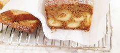 Ce délicieux pain moelleux à base de pommes sautées au beurre et de fromage suisse canadien, se prépare facilement à l'avance et se congèle très bien. Idéale  dans le temps des Fêtes, servez cette gâterie au petit déjeuner, au brunch ou pour accompagner le café ou le thé lorsque les amis arrivent à l'improviste.  Des moments réconfortants en perspective!