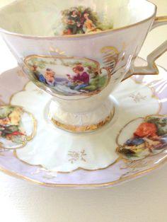 Piedistallo d'epoca iridescente lustro tè tazza e piattino