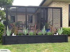 DIY Outdoor Privacy Screen Ideas It's great to have wonderful backyard. But sometimes, you need your own privacy. So here comes the solution; an outdoor privacy screen. You can build your own DIY privacy screen. Garden Privacy, Privacy Screen Outdoor, Garden Bed, Privacy Planter, Privacy Trellis, Privacy Ideas For Backyard, Fence Planters, Deck With Planter Boxes, Fence Art