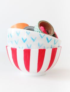 Did you know you can paint ceramic bowls and other pieces? @Rachel Smith | The Crafted Life shows how... and I'd love to try my hand at these handpainted bowls in the near future. /ES