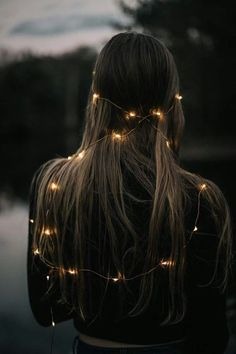 30 Sparkling Ideas To Use String Lights For Your Portrait - Feminine Buzz Fairy Light Photography, Tumblr Photography, Creative Photography, Amazing Photography, Portrait Photography, Aesthetic Photo, Aesthetic Pictures, Best Portraits, Insta Photo Ideas