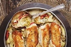 Chicken with Artichoke and Sun-Dried Tomatoes A delicious artichoke chicken recipe, made in one-pan and it's a meal! Uses chicken breasts, combined with artichokes and sun-dried tomatoes. Bone In Chicken Recipes, Chicken Meals, Boneless Chicken, Tomato Season, Cooking Recipes, Healthy Recipes, Yummy Recipes, Rockcrok Recipes, Skinny Recipes