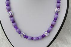 #Schmuck #Halsschmuck #Kette #Halsschmuck #flieder #lila #Blümchen   Hier aus meiner Ketten-Edition ein zauberhaftes Unikat in silber, flieder und lila mit Perlen in verschiedenen Größen und...