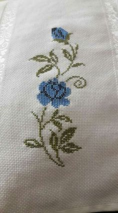 This Pin was discovered by HUZ Xmas Cross Stitch, Cross Stitch Boards, Cross Stitch Art, Cross Stitch Flowers, Cross Stitch Designs, Cross Stitch Patterns, Embroidery Monogram Fonts, Hand Embroidery Stitches, Cross Stitch Embroidery