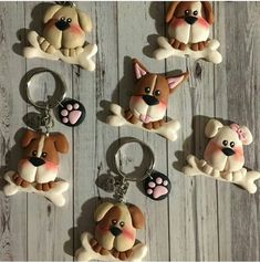 Personalizalo con tu mascota Polymer Clay People, Polymer Clay Cat, Polymer Clay Ornaments, Polymer Clay Animals, Clay Art Projects, Polymer Clay Projects, Diy Clay, Clay Crafts, Diy And Crafts