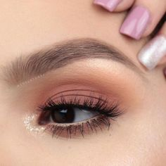 How to Create the Perfect Winged Eyeliner Makeup Eye Looks, Cute Makeup, Glam Makeup, Pretty Makeup, Skin Makeup, Eyeshadow Makeup, Makeup Art, Makeup Cosmetics, Beauty Makeup