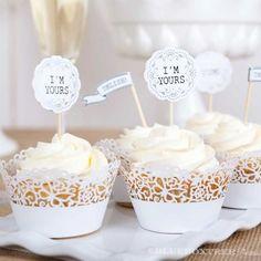 ♥ Süße Toppers zum Verzieren von Cupcakes & Muffins...besonders schön zur Hochzeit, versehen mit : I'm yours, Pick Me, Yum und Delish. ♥    ♥ In de...