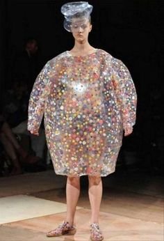 He looks mortified! Such funny fashion Bad Fashion, Fashion Fail, Funny Fashion, Weird Fashion, Japan Fashion, Fashion Looks, High Fashion, School Fashion, Modern Fashion