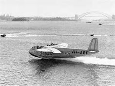Qantas Empire Airways Flying Boat, landing on Sydney Harbour at the Rose Bay flying base. 1938 v Airline Travel, Air Travel, Aircraft Interiors, Float Plane, Sydney City, Flying Boat, Aircraft Pictures, Aerial View, Old Photos