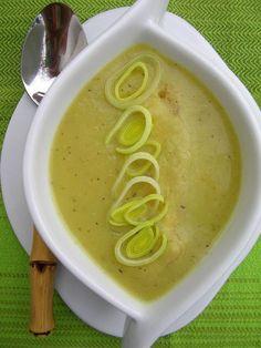 Kuchnia szeroko otwarta: Krem z pora z tymiankiem i serowymi grzankami i przypomnienie o KONKURSIE
