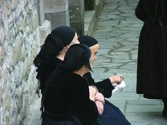 Old women waiting outside the church in Metsovo, Greece Greek Culture, Greeks, Wanderlust Travel, Old Women, My Dream, Street Photography, Britain, Roots, Waiting